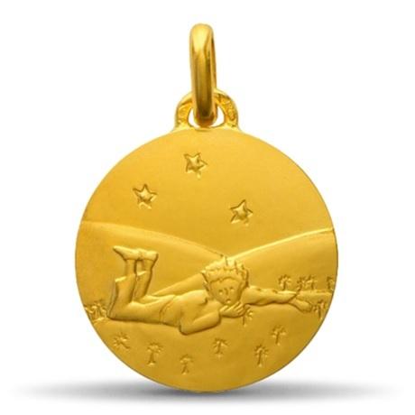 (FMED.Méd.couMdP.10011264980P00) Médaille de cou or - Le Petit Prince couché dans herbe Avers