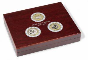 (MAT01.Cofméd&écr.Cof.341810) 2 euro commemorative coins 2007, 2009 & 2012 (closed) (zoom)