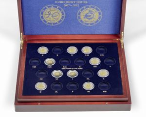 (MAT01.Cofméd&écr.Cof.341810) 2 euro commemorative coins 2007, 2009 & 2012 (open) (zoom)