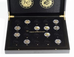 (MAT01.Cofméd&écr.Cof.355665) 2 euro commemorative coins 2007, 2009 & 2012 (open) (zoom)