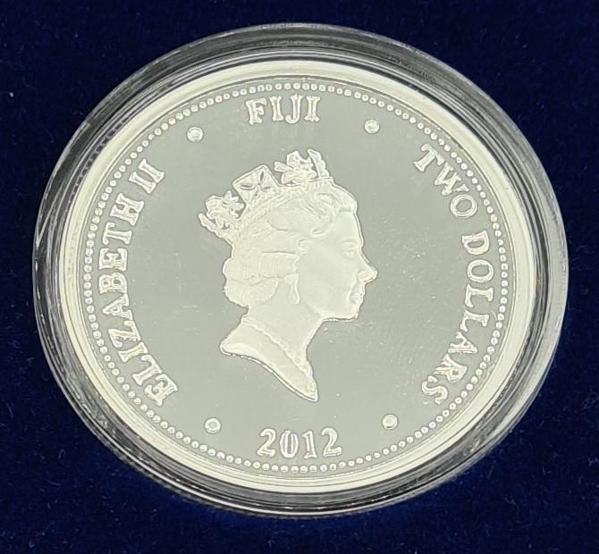 (W073.200.2012.1.oz.Ag.2) 2 Dollars Fiji 2012 1 oz Proof silver - Taku Obverse (zoom)
