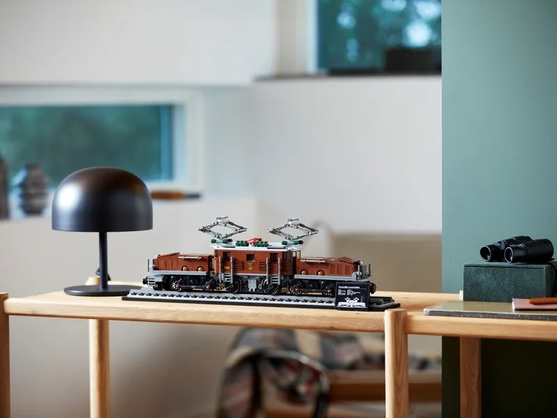 (Lego.Creator.10277) LEGO Creator - The Crocodile locomotive (exhibited) (zoom)