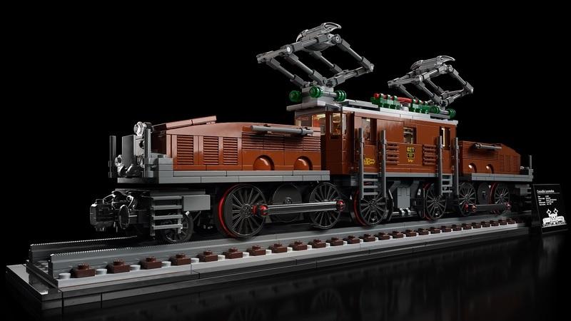 (Lego.Creator.10277) LEGO Creator - The Crocodile locomotive (three-quarter left) (zoom)