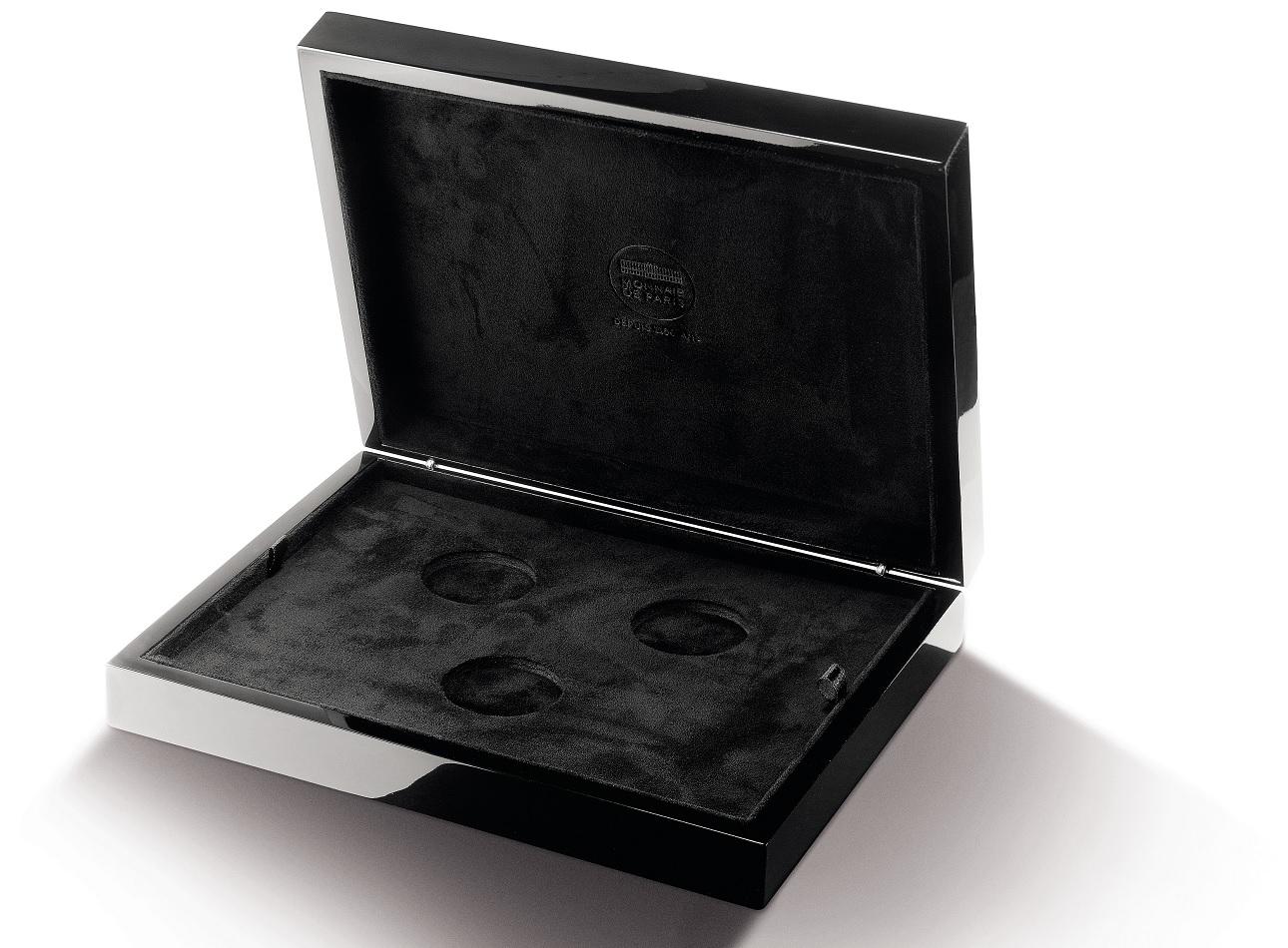 (MATMDP.Cof.10081312250000) Box Premium for 3 coins struck by Monnaie de Paris (open) (zoom)