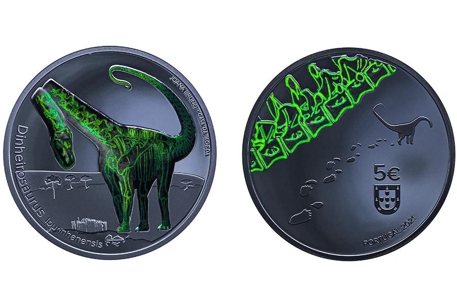 (EUR15.Proof.2021.1024291) 5 € Portugal 2021 Proof Ag - Dinheirosaurus (glow-in-the-dark) (zoom)