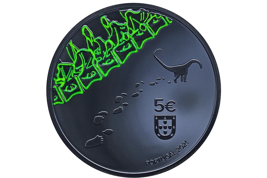 (EUR15.Proof.2021.1024291) 5 € Portugal 2021 Proof Ag - Dinheirosaurus (obverse in the dark) (zoom)